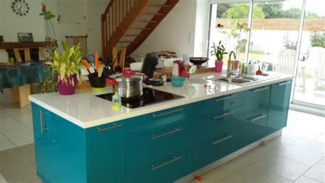 cuisine bleu turquoise meuble cuisine bleu cuisine nous a fait à l 39 aise