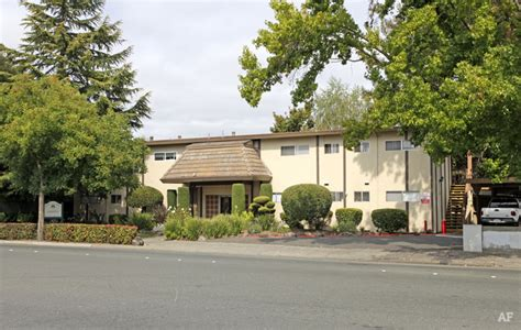redwood garden apartments redwood gardens santa rosa ca apartment finder