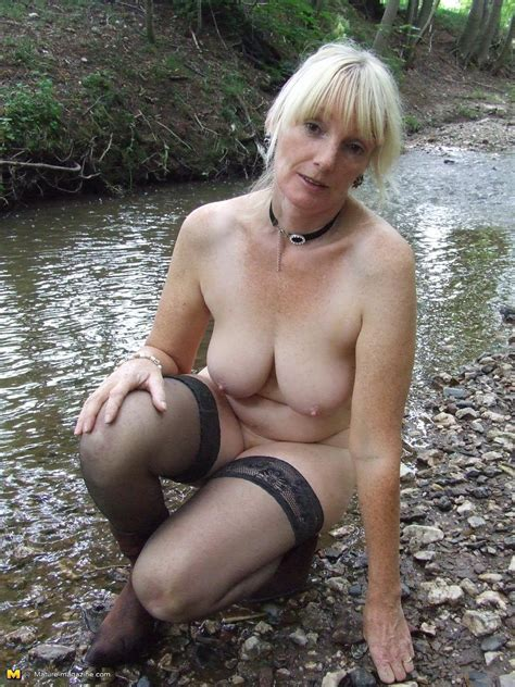 Blonde Mature Slut Playing Naked In The Forest Granny Nu