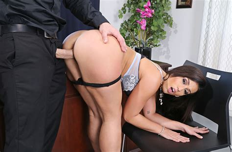 Kelsi Monroe Fucking In The Living Room With Her Small Tits