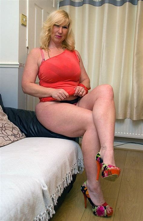 Non Nude Blonde Mature Sexy Legs High Heels Amor Liquido