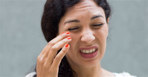 How Handle Contact Lens Discomfort Allaboutvision