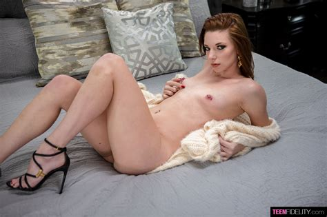 Smoking Hot Jaycee Starr Poses Sexy On The Bed 1 Of 1