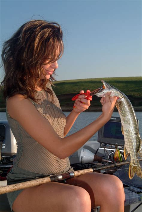 fishing girl   fishing   reel   fun