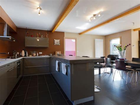 construire sa cuisine en bois maison bois contemporaine par ocube architecte dans la
