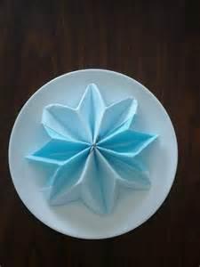 pliage de serviette en papier pour mariage pliage serviette en forme d étoile bleu et blanc cuisine et service de table par dubo arts