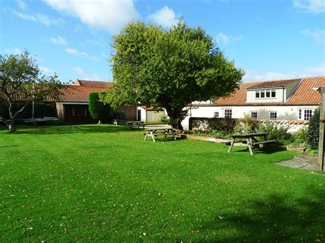 Norfolk Holiday Cottage to rent in Burnham Overy Staithe   Flagstaff Garden House