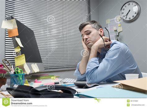 employé de bureau formation employé de bureau déprimé à bureau photo stock image