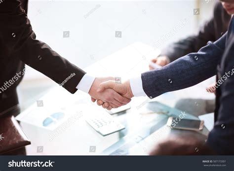 13921 business meeting handshake business partnership meeting concept image businessmans