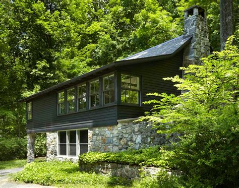 A 1960s Upstate Log Cabin Transformed Into An One Room