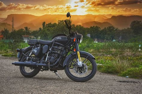 Royal Enfield Classic 500 Wallpapers by 235 Royal Enfield Wallpapers 2019 Iwallpapers