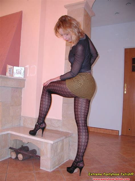 P1160087 In Gallery Pissing Pantyhose 07 Picture 4