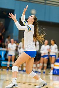 Women's volleyball sweeps Oregon State after close first ...