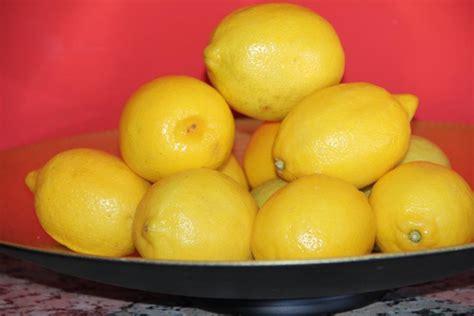 lichaam ontgiften met citroen