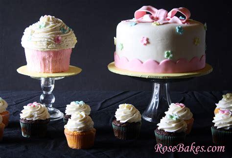 A Cake, Cupcakes & Matching Cupcake Smash