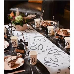 Deco Table 18 Ans : chemin de table anniversaire 18 ans blanc intiss d co anniversaire ~ Dallasstarsshop.com Idées de Décoration