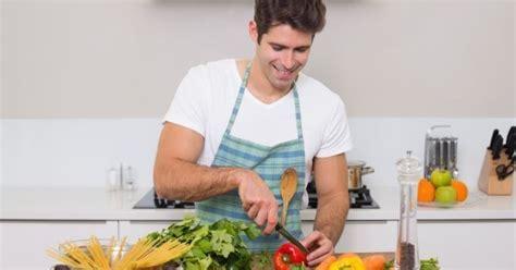 le de cuisine qui fait tout 10 bonnes raisons de sortir avec un mec qui cuisine bien