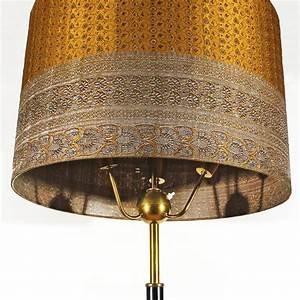 Lampenschirm Für Alte Stehlampe : italienische stehlampe mit lampenschirm aus seide 1940er bei pamono kaufen ~ A.2002-acura-tl-radio.info Haus und Dekorationen