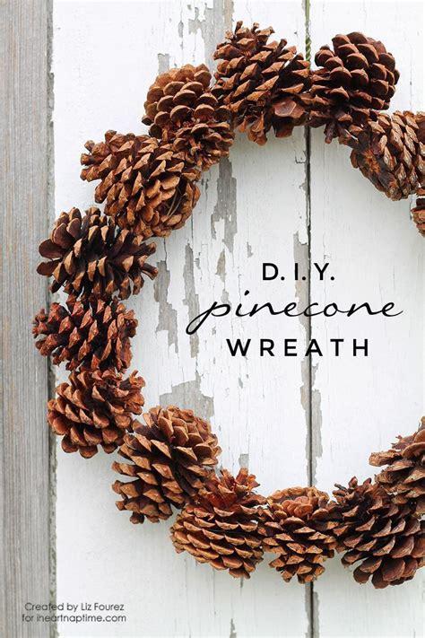 kranz aus kiefernzapfen basteln anleitung diy pinecone wreath diy dekoration weihnachten tannenzapfen kranz und