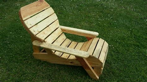 la chaise de bois chaise longue fabriqué avec de la palette de récupération