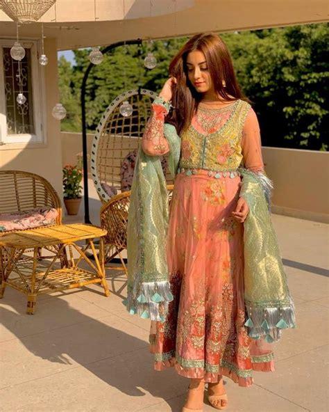 beautiful clicks  goegeous actress alizeh shah