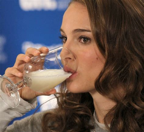 Natalie Portman Drinking Cum From Glass Porno Pics