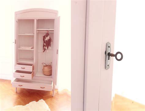 chambre vintage bebe armoire enfant au miroir trendy