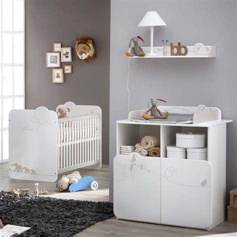 chambre à coucher bébé chambre à coucher de bébé lit et commode table à langer