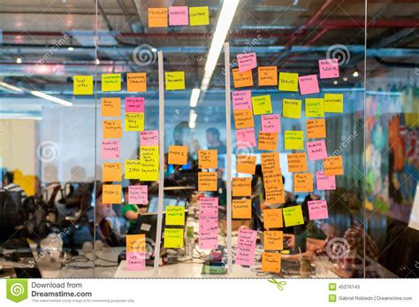 bureau post it brainstorm board post it editorial stock photo image of