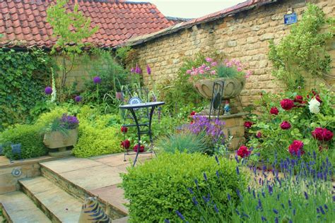 a small courtyard garden hill fort ltd