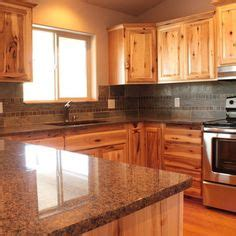 wood kitchen backsplash what countertops go with hickory cabinets search 1136
