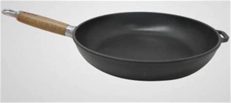 poele de cuisine en fonte poêle en fonte chasseur manche bois poêle