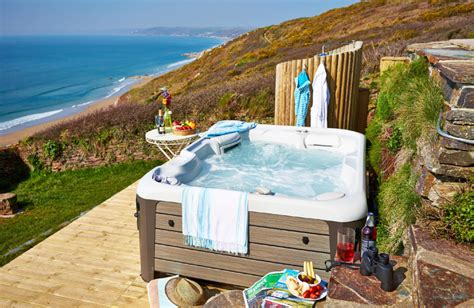 Cornwall Cottage With Tub by Seaglass