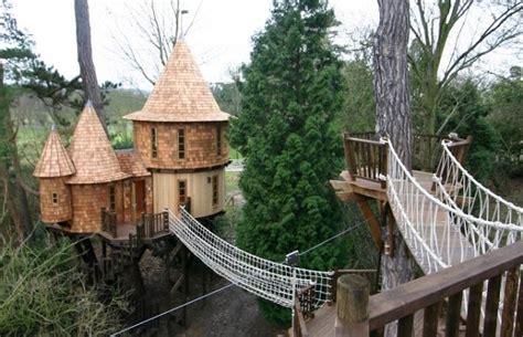hotel avec dans la chambre a 10 maisons dans les arbres incroyables