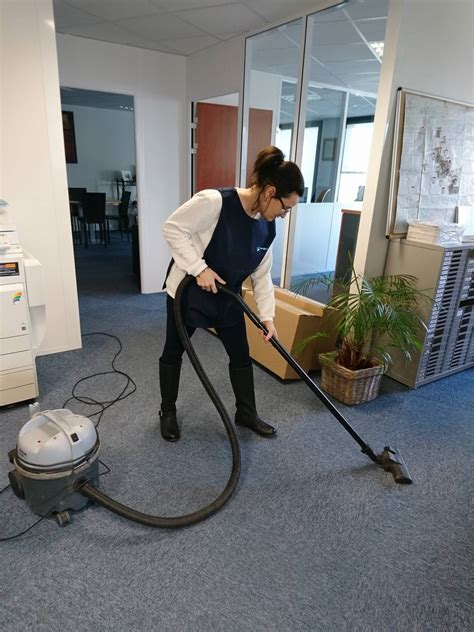 nettoyage des bureaux femme de ménage pour le nettoyage de vos bureaux sur la