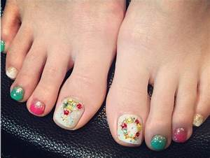 Holiday fun designs for christmas toe nails be modish