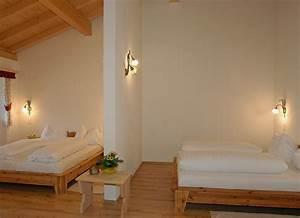 Zimmer Nr 4 : 4 bett zimmer hotel crusch alba ~ Markanthonyermac.com Haus und Dekorationen