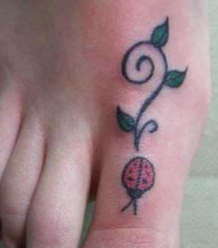 coccinelle tatoue sur le doigt de pied tatouage animaux