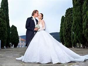 Swarovski heiress victoria swarovskis extravagant wedding for Tatiana schlossberg wedding dress