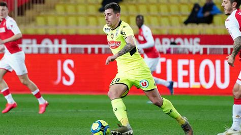Having earned a total of 51 goals and 34 assists in all their games, sc freiburg. SC Freiburg Transfer News: Baptiste Santamaria wechselt ...