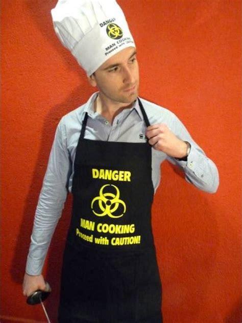 tablier de cuisine humoristique pour homme un tablier de cuisine original le maestro
