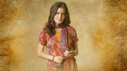 Julia Dalavia apresenta Laila, a protagonista de 'Órfãos ...