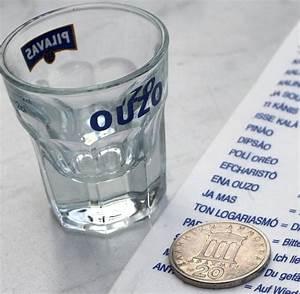 Rest Im Glas : ouzo darum wird anisschnaps tr b wenn man wasser dazu gie t welt ~ Orissabook.com Haus und Dekorationen
