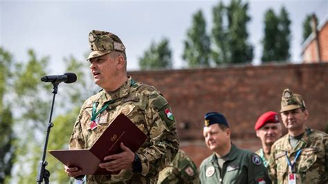 Korom ferenc, a magyar honvédség parancsnoka elmondta: Korom Ferenc: A honvédségnek még inkább közelednie kell a ...