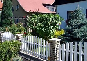 gartenzaune aus holz als eigenheim zaun With französischer balkon mit weißer gartenzaun kunststoff