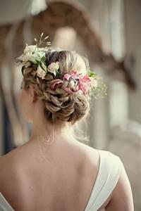 le chignon tresse 35 idees qui vont vous charmer With tapis chambre bébé avec couronne de fleurs cheveux mariage