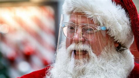 Here comes Santa Claus - with face masks and plexiglass ...