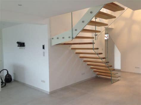 Treppe Mit Holzstufen by Formstep Treppen Eine Stiege Mit Holzstufen Und