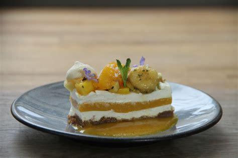 cheesecake revisit 233 aux fruits exotiques sur biscuit sp 233 culos par lorieux os 233 224 angers