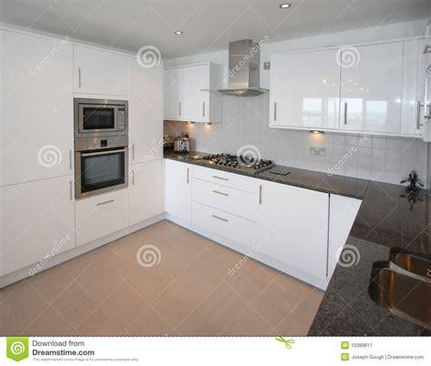 cuisine appartement intérieur moderne de cuisine d 39 appartement image stock